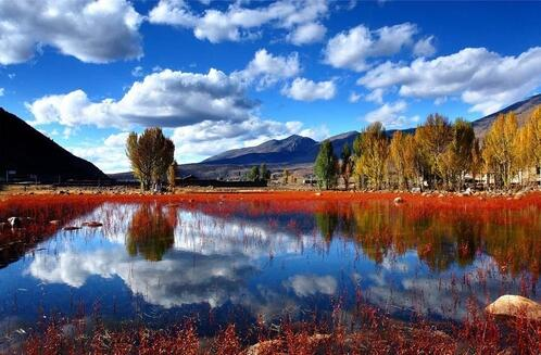 稻城亚丁 -> 亚丁自然保护区  行程特色:稻城亚丁景区位于四川甘孜州