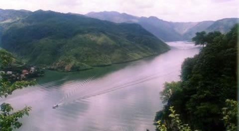 景点景区 国内旅游 浙江 -> 富春江小三峡    富春江小三峡亦称桐江