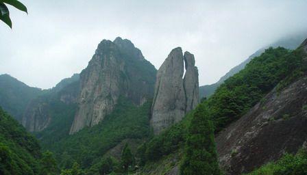 景点景区 国内旅游 浙江 -> 南雁荡山  南雁荡山位于平阳境内,距温州